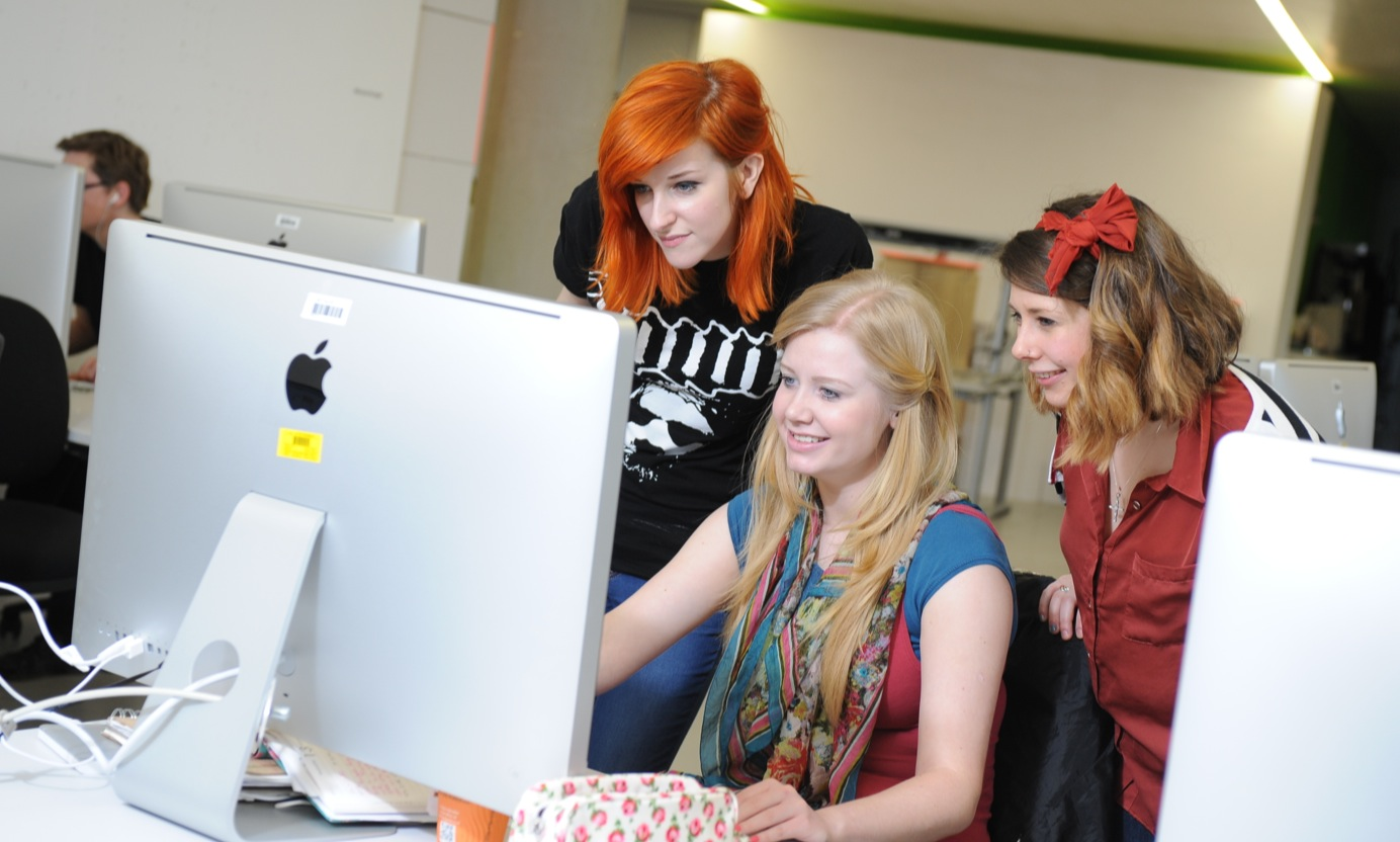 Students all looking at a computer