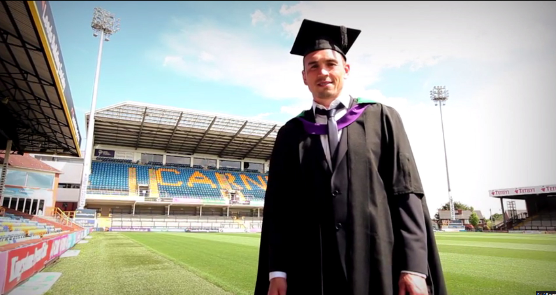 Kevin Sinfield MBE Graduates from Leeds Beckett