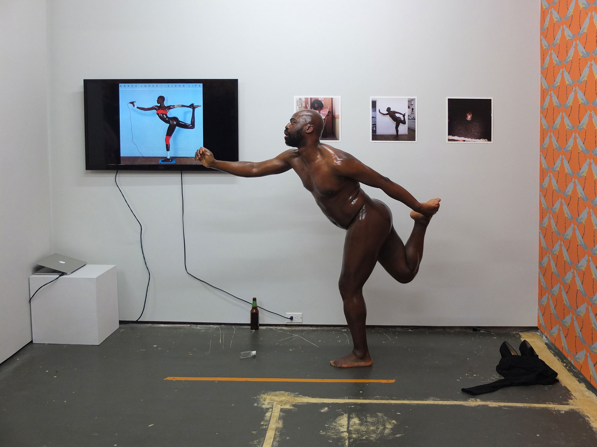 harold performing covers in art exhibition